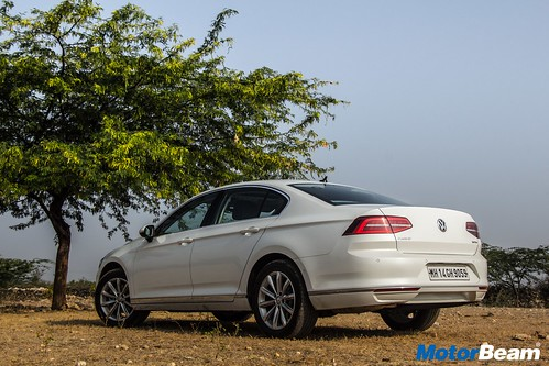2018-Volkswagen-Passat-35