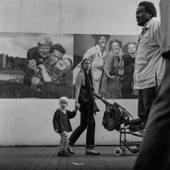 Faces (Julio López Saguar) Tags: juliolópezsaguar publicidad advertising urbano urban concepto concept blancoynegro blackandwhite película film colonia köln cologne alemania germany people calle street
