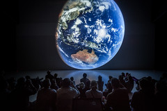 Blue Marble (Ars Electronica) Tags: bluemarble earth planetearth blue clouds sea land australia visitors sitting besucher besucherinnen schauen betrachten univew deepspace8k arselectronicacenter arselectronica astronomy astronomie space art technology society science kunst technologie gesellschaft wissenschaft linz austria upperaustria 2017 oberösterreich light dark hell dunkel