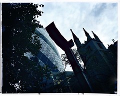 Camelopardalis (firstnameunknown) Tags: iphoneography hipstamatic london eastlondon cityoflondon squaremile art publicart sculpture sculptureinthecity michaellyons gherkin stmaryaxe