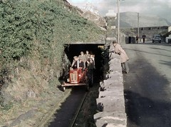 Coming out of the tunnel (TrainsandTravel) Tags: wales cymru pays de galles narrowgauge voieetroite schmalspurbahn talysarn nantllerailway 3ft6in 1067mm