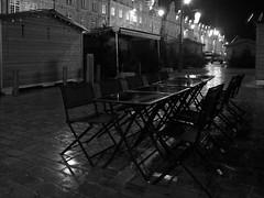 (Jean-Luc Léopoldi) Tags: bw noiretblanc nuit night pluie rain pavés luisant tables chaises café reflets façades vieilleville