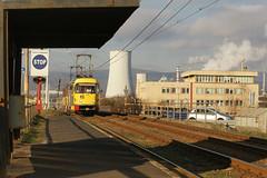 Straßenbahn Most-Litvinov by svenweißenborn - Das Tatra Gespann T3M3 222+246 erreichen gerade die Haltestelle Důl Julius IV vor der imposanten Kulisse des Werksgelände der Chemiefabrik Záluží (Litvínov).