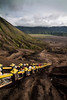 Stairway to Bromo, Indonesia (pas le matin) Tags: landscape paysage volcan volcano people sky ciel crater asia asie indonesia indonesie southeastasia travel world mountain montagne canon 7d canon7d canoneos7d eos7d