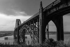 (el zopilote) Tags: 500 newport oregon bridges yaquinabaybridge yaquinariver rivers cityscape architecture street industrial clouds canon eos xsi 450d tokinaatx124prodxii1224mmf4 bw bn nb blancoynegro blackandwhite noiretblanc bwdigital schwarzweiss monochrome