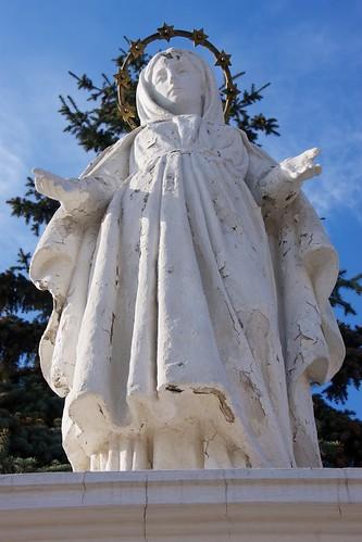 Figura Matki Boskiej na rynku w Łęczycy