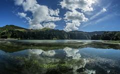 lagoa verde 1a (Bilderschreiber) Tags: lagoa verde azores azoren grüner see reflexion spiegelung clouds wolken portugal europa water wasser wideangle fisheye fischauge