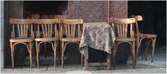 Rendez-vous à la terrasse (Pi-F) Tags: egypte terrasse café chaise table vide alignement bois bar