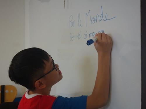 Par le monde traduit en vietnamien.