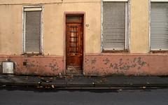 27 rue du Crinchon (Jean-Luc Léopoldi) Tags: moche arras vétuste façade fermé volets crayon porte décrépi