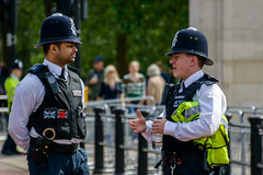 Bobbies londonien (Londres, England) (Micky 193) Tags: londres london england angleterre bobby bobbies personnes policier city cityscape ville urban