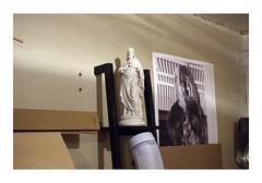 _JPR9981 (Jordane Prestrot) Tags: jordaneprestrot tempsquotidien christ jésus jesus statue estatua gorille gorilla gorila garage garaje senseo