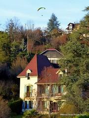 La maison bleue (MPRPJB) Tags: maison parapente village ancien bleu vue