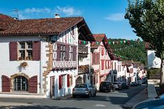 BASTIDE CLAIRENCE-124 (MMARCZYK) Tags: rouge pays basque france nouvelleaquitaine pyrénéesatlantiques bastideclairence 64 architecture vernaculaire colombage bastide navarre