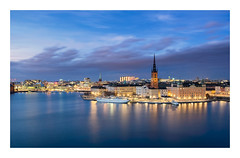 The Knight´s Islet (Explored november 5, 2017) (Andreas Larzon Photography) Tags: andreaslarzon autumn bluehour bluesky boats building buildings calmwater church city cityscape ctylights ctyskyline fujinonxf1855mmf2840 fujixt1 harbour landscape midclouds mälaren riddarholmen ruleofthirds serene ship shoreline sky smoothwater stockholm streetlights sunset sweden water house