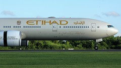 A6-ETE (AnDyMHoLdEn) Tags: etihad 777 boeing777 egcc airport manchester manchesterairport 05r