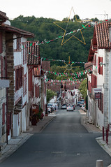 BASTIDE CLAIRENCE-112 (MMARCZYK) Tags: rouge pays basque france nouvelleaquitaine pyrénéesatlantiques bastideclairence 64 architecture vernaculaire colombage bastide navarre