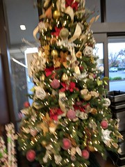 Blurry Tree (earthdog) Tags: 2017 pixel googlepixel moblog cameraphone androidapp tree christmas christmastree decoration sanjose willowglen