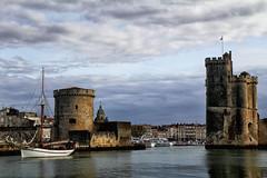 Les tours de La Rochelle (jjcordier) Tags: larochelle poitoucharentes port