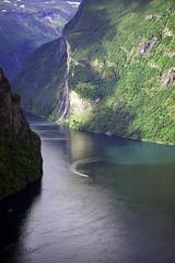 geiranger [EXPLORED] (wirsindfrei) Tags: explore inexplore explored norwegen norway fjord landscape nature natur geiranger nikond5300 nikon unescoweltkulturerbe unesco møreogromsdal water forest rock sea