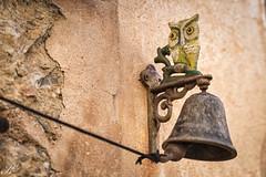 Klingel / bell IMG_4812 (Svenja Kalus) Tags: klingel bell eule uhu owl glocke ring mallorca spanien spain detail