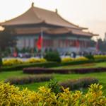 Sunset on Chiang Kai-shek Memorial Hall thumbnail