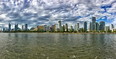 Cloudy day in Perth (Kat-i) Tags: australien australia perth stadt city hochhäuser skyscrapers fluss river swanriver himmel sky wolken clouds kati katharina 2017 skyline appleiphonese