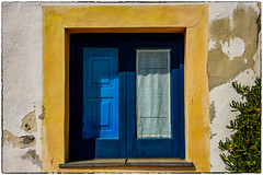 i colori delle Eolie ... (miriam ulivi) Tags: miriamulivi niond7200 italia sicilia sicily isoleeolie salina finestra window colori colors tenda curtain piantaverde greenplant
