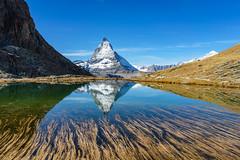 Riffelsee vorm Matterhorn (heinrichvon) Tags: alps alpen mountains gebirge matterhorn riffelsee wandern hiking