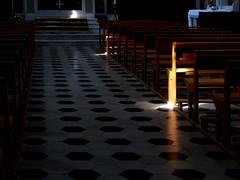 L'Elu (MAGGY L) Tags: dmcfz200 église bancs lumière rayon vide