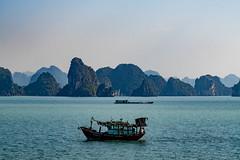 Halongbucht (krieger_horst) Tags: halongbucht vietnam südostasien schiff boot inseln meer