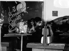 El ser humano al volante de una platica cotidiana o (Lo desapercibido y sublime de la vida diaria) (MGarteMG) Tags: blackandwhite street photography today latinamerica people mérida portrait yucatán market san benito flickr mexico mercado en blanco y negro noiretblanc pretoebranco zwart wit biancoenero bnw bw new