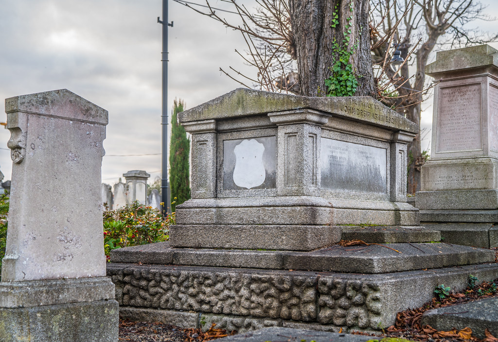 MOUNT JEROME CEMETERY IS AN INTERESTING PLACE TO VISIT [IT CLOSES AT 4PM]-134265