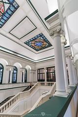 Universidad de Deusto - Hall (3) (Juan Ig. Llana) Tags: bilbao bizkaia euskadi españa es universidaddedeusto facultad derecho universidad estudios hall arquitectura escaleras columnas simetría techo irix15mm zb