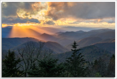Sunset along the Blue Ridge (richpope) Tags: sunset blueridgemountains blueridgeparkway northcarolina westernnorthcarolina mountains rays nationalgeographic sunrays