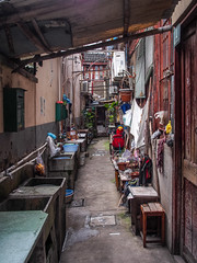 LR Shanghai 2016-710 (hunbille) Tags: birgitteshanghai3lr china shanghai lilong shikumen longtang housing oldcity old city nanshi alley