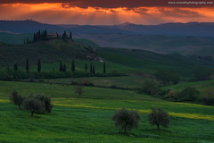 The Agriturismo @ San Quirico d'Orcia, Italy (Avisekh) Tags: sunrise tuscany village field nikon lee filters gnd 70200 wwwavisekhphotographycom