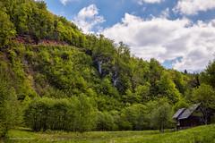 Dvije kuće na livadi pokraj Kupe između Kupara Srednjih i Gornjih (MountMan Photo) Tags: kupa kupari rijekakupa gorskikotar primorskogoranska croatia landscape