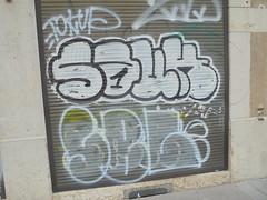 240 (en-ri) Tags: souk bianco nero 1 throwup sbl gocce lione lyon wall muro graffiti writing serranda