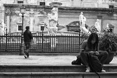 Smoke (Roybatty63) Tags: 2017 città palermo nikon d80 streetphotography street bn bw biancoenero blackandwhite blackwhite sigaretta smoker cigarette ragazza fontana statue