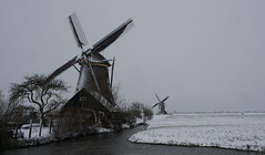 the sound... (Wöwwesch) Tags: windmill snow winter viermolengang wind sound cold gras blades turn silence