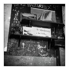 Groix (Punkrocker*) Tags: rolleiflex 28 e planar zeiss 80mm 8028 tlr 6x6 mf 120 film ilford fp4 125 nb bwfp street city people groix lorient morbihan bretagne brittany france