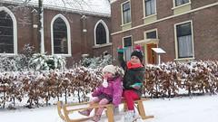 Meisjes op de Slee (Omroep Zeeland) Tags: ovezande sneeuw slee britt zoë