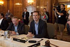 Premiers/premiers ministres Dexter and/et McGuinty during the meeting/durant la rencontre