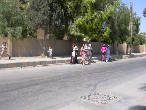 Spaziergeherinne in Raqqa