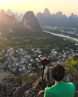 Enjoying the sunset on Laozhai shan (老寨山)