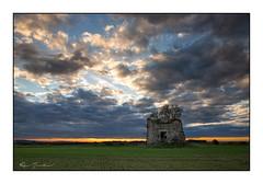 Moulin en ruine (Rémi Marchand) Tags: vassysouspisy yonne moulin ruine canon5dmarkiii leverdesoleil sunrise france bourgogne ciel nuages