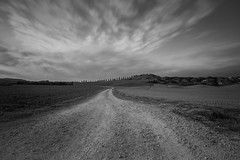 Route toscane (David-Charles Arrivé1) Tags: poselongue paysage route italie toscane nb nd400 nature nuages 5dmarkii 1740l