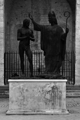 15 - Reims - Près de la Basilique Saint-Remi - Baptême de Clovis par Daphné Du Barry, 1996