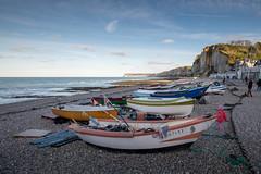 Les barques d'Yport (amateur72) Tags: fujifilm normandie paysdecaux paysage xf1024mm yport automne cliffs falaises mer plage xt1